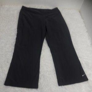 Nike SZ M 8-10 Gray Capris Active Pants Fit Dry